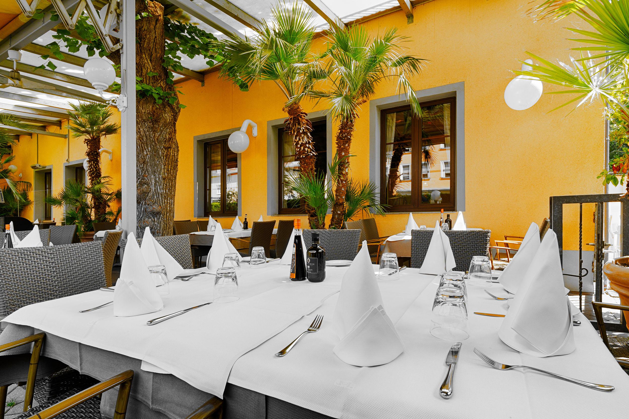 Terrasse Hinten Tisch